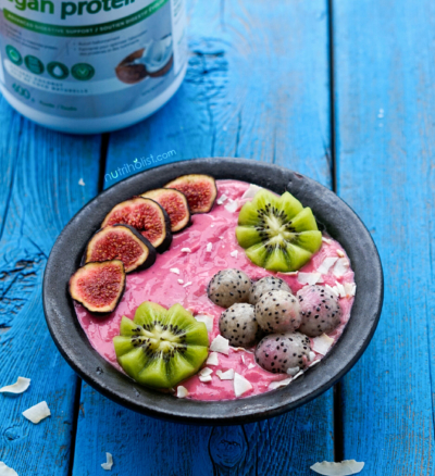 Raspberry Coconut Smoothie Bowl - Nutriholist