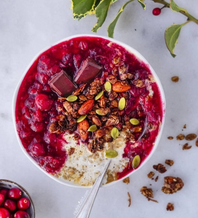 Gingerbread Oatmeal with Cranberry Orange Sauce - Nutriholist